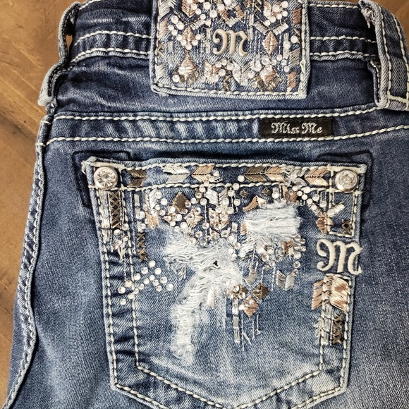Miss Me Denim - NEW - Distressed and Embezelled Miss Me Jeans
